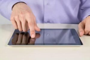 男人ipad平板电脑