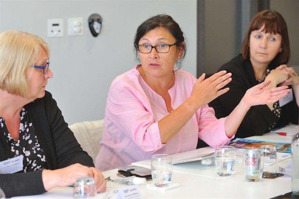 需要更好的培训来改善失禁护理:圆桌会议