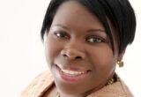 Joan Myers博士,残疾儿童综合服务首席护士,为儿童提供了综合服务