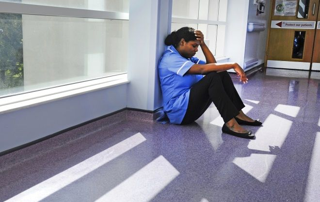 Las enfermeras del NHS en primera línea del Coronavirus sufren un aberrante acoso público [EN]