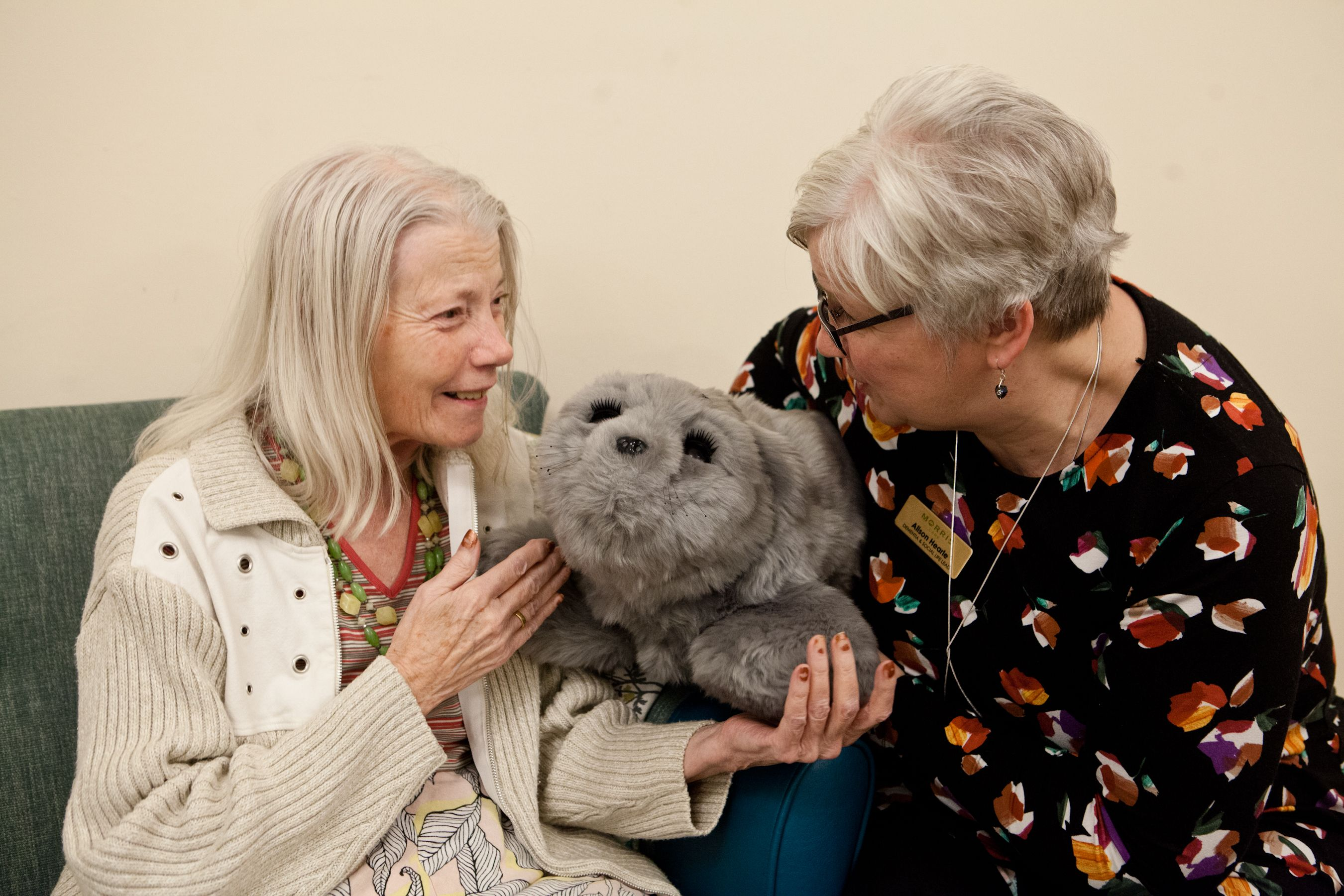 Nursing home welcomes new robotic seal 'therapy pet'